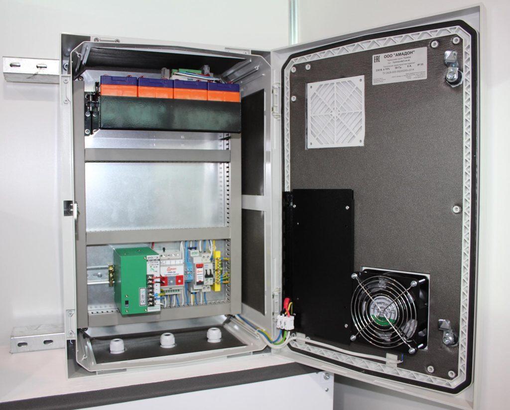Термошкаф ТША522-ИБП-04.48 в пластиковом корпусе с источниками бесперебойного питания